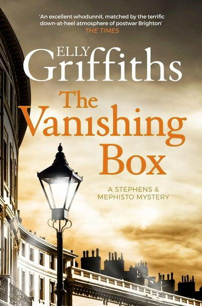 Elly Griffiths - The Vanishing Box